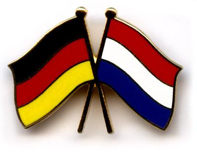 Niederländische und deutsche Flagge